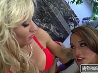 Sexy huge boobs shemale Jessica Fox will get the woman ass toyed